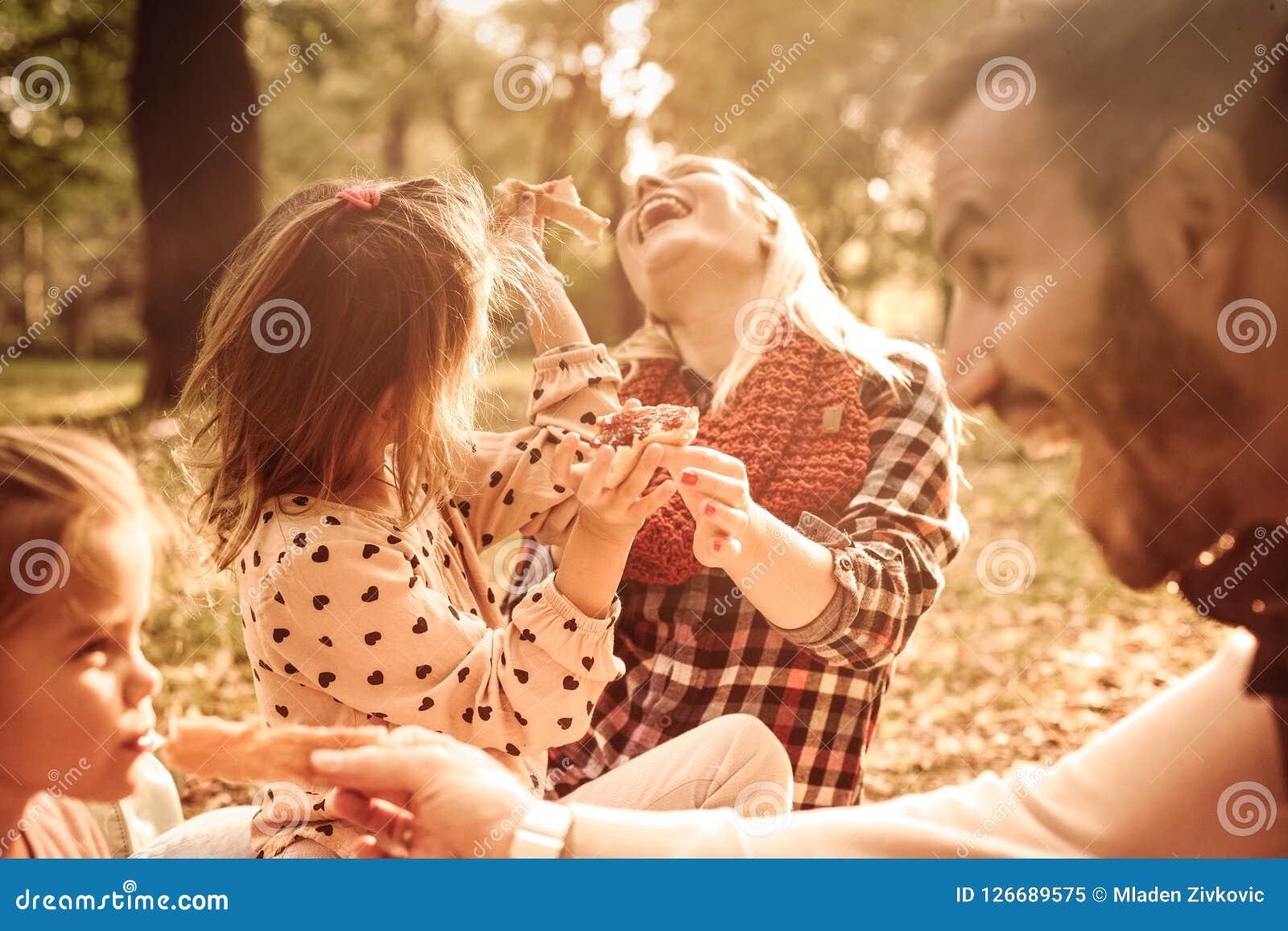Familienpicknick ist immer Spaß