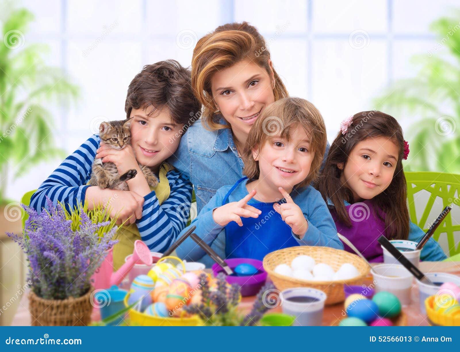 Familienporträt in Ostern-Zeit