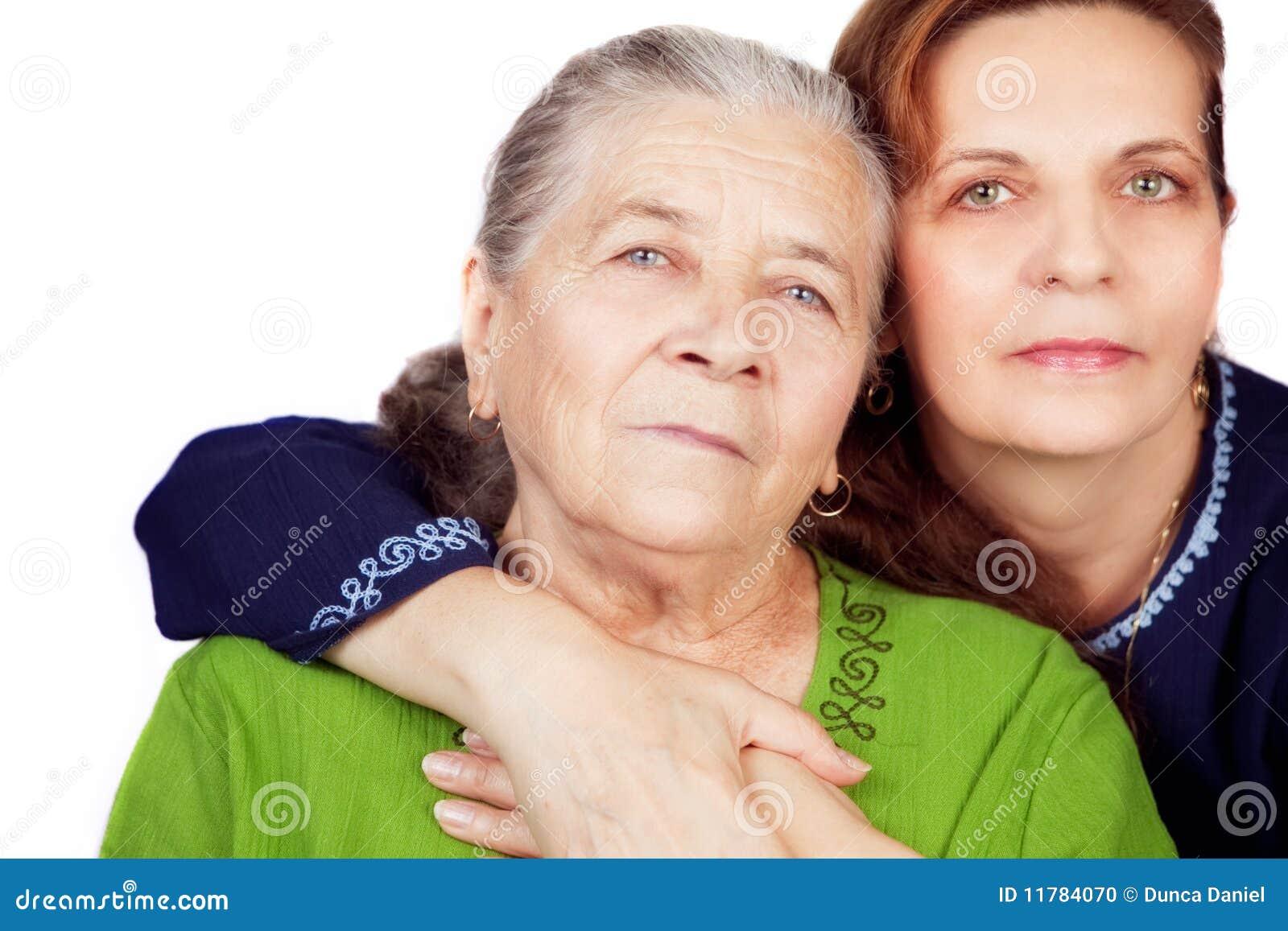 Familienportrait - glückliche Tochter und alte Mutter