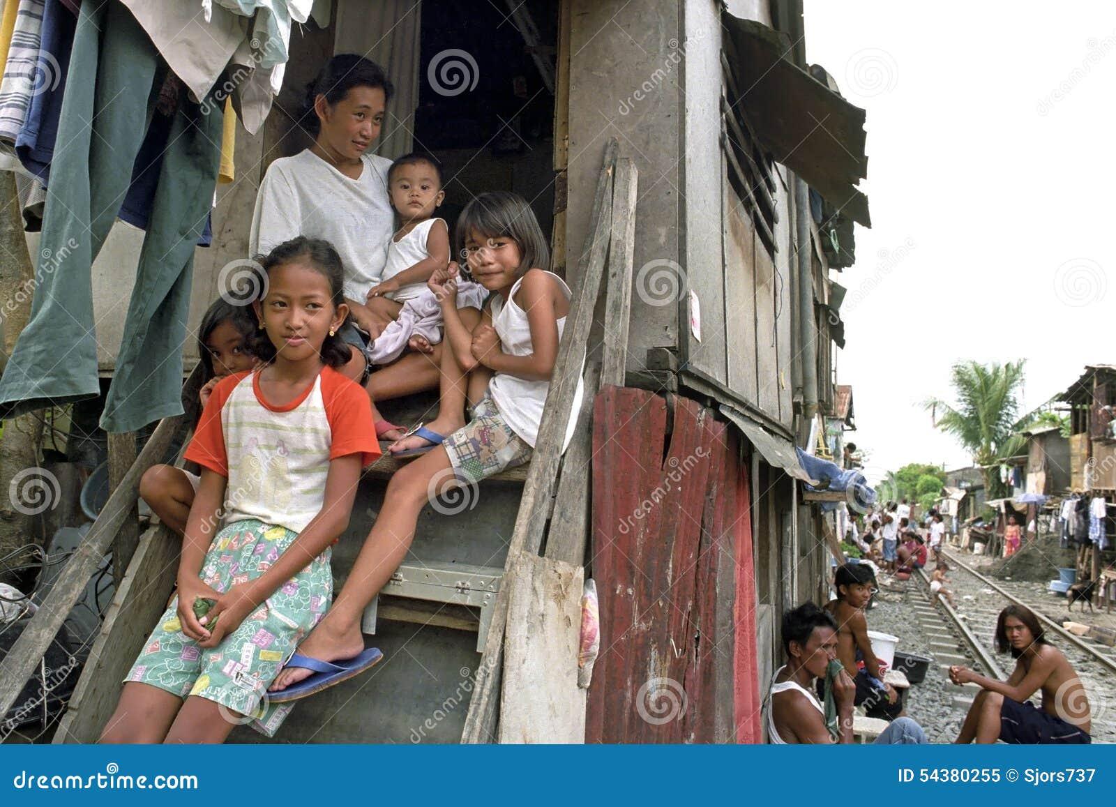 Familieportret van zeer slechte Filipijnse familie, Manilla