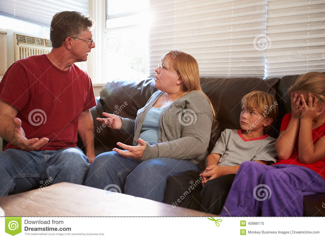 Familiezitting op Sofa With Parents Arguing