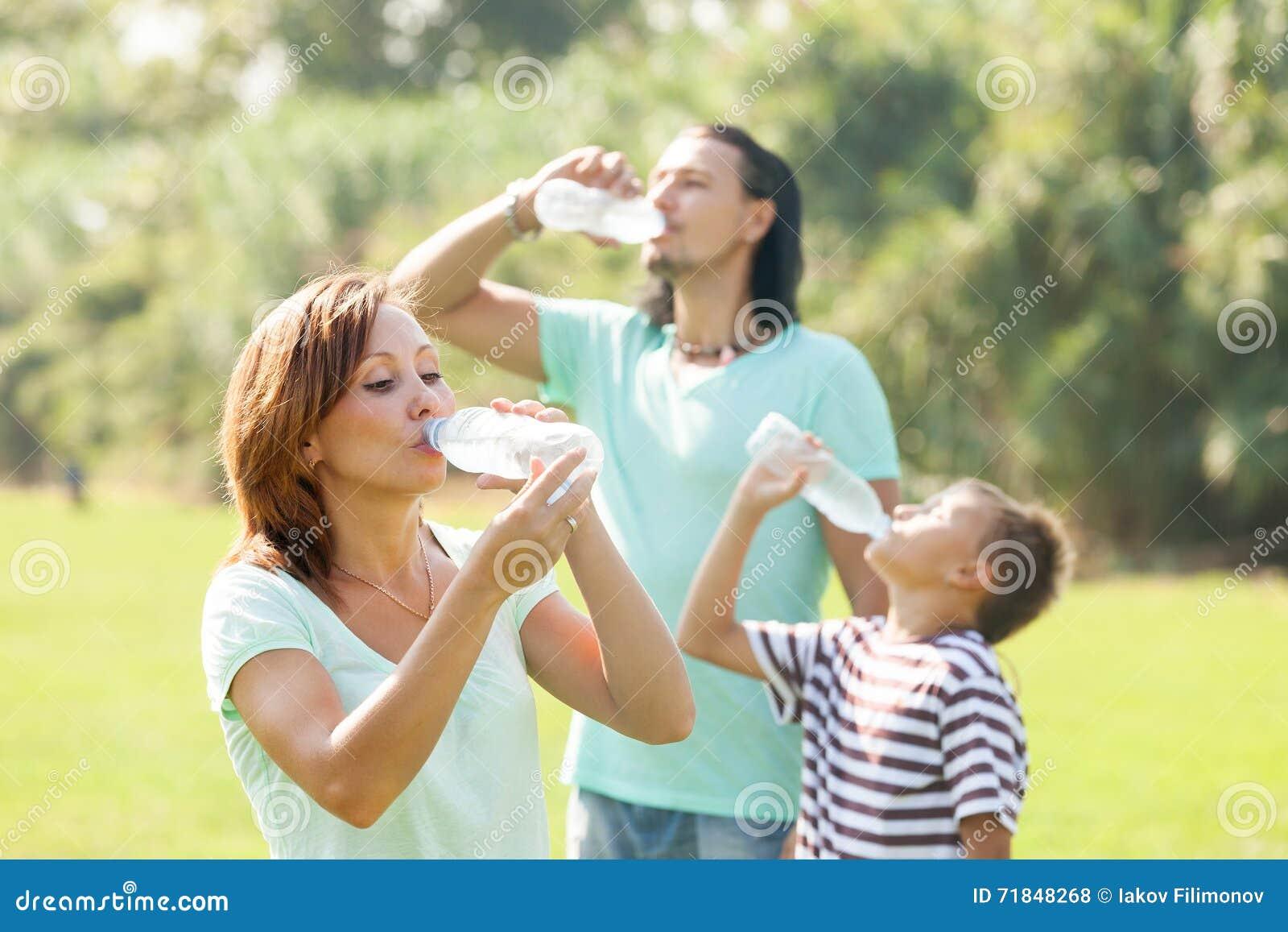 Familj av dricksvatten tre