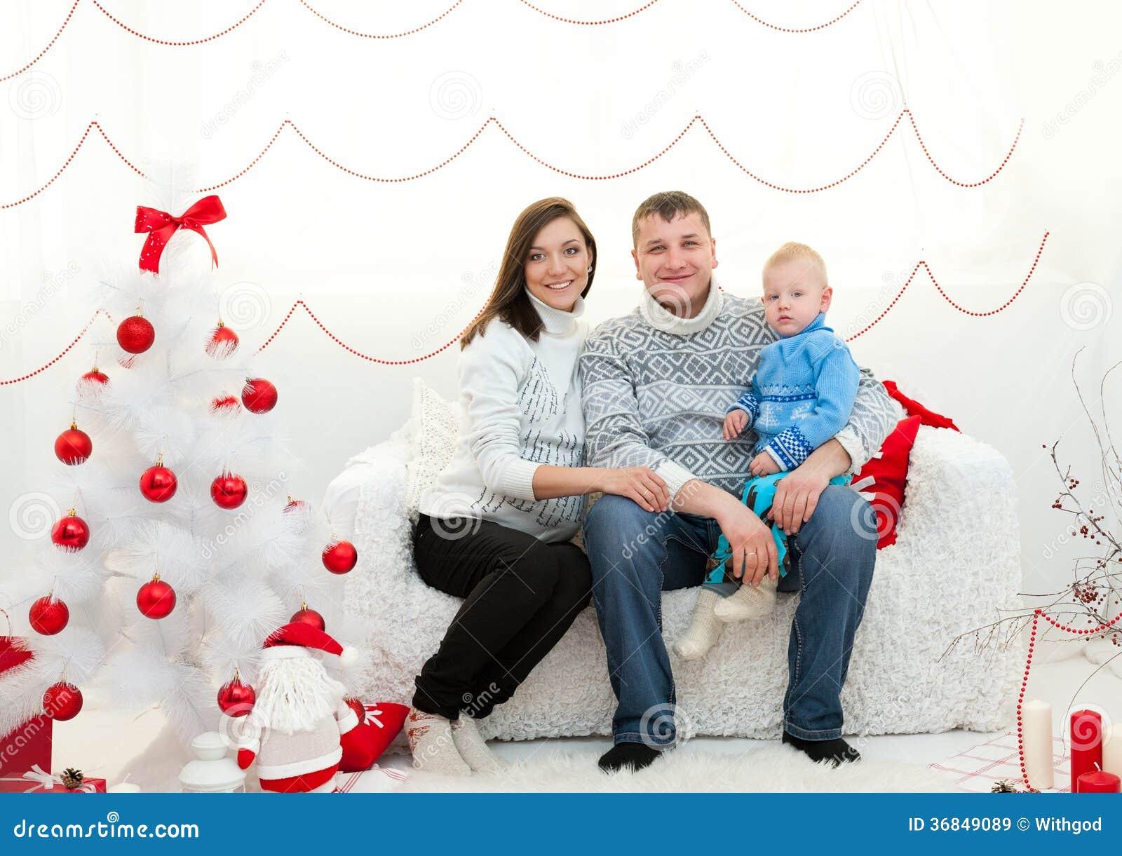 Familj i julrum