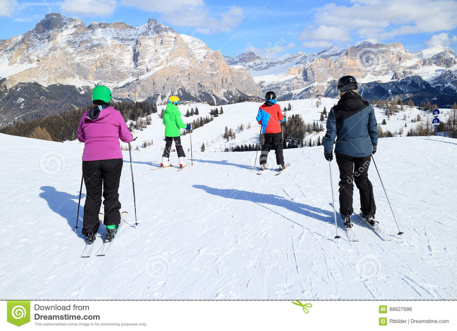 Familjen skidar