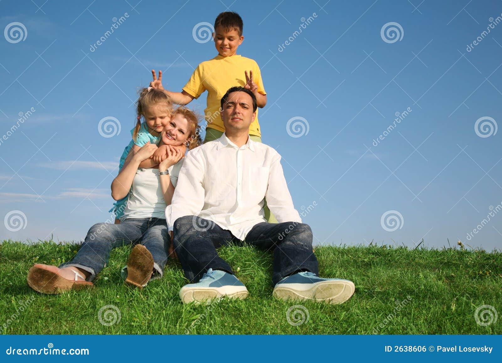 Familjgräs