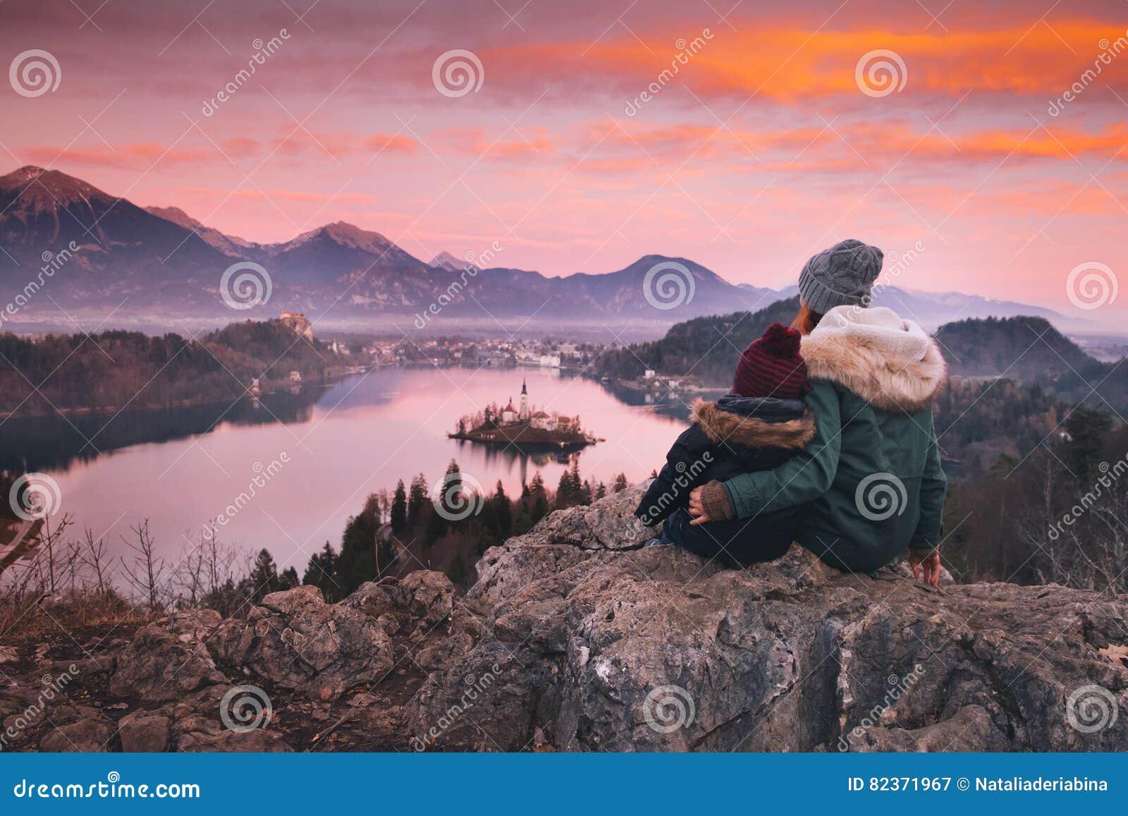 Familjlopp Europa avtappad lake slovenia