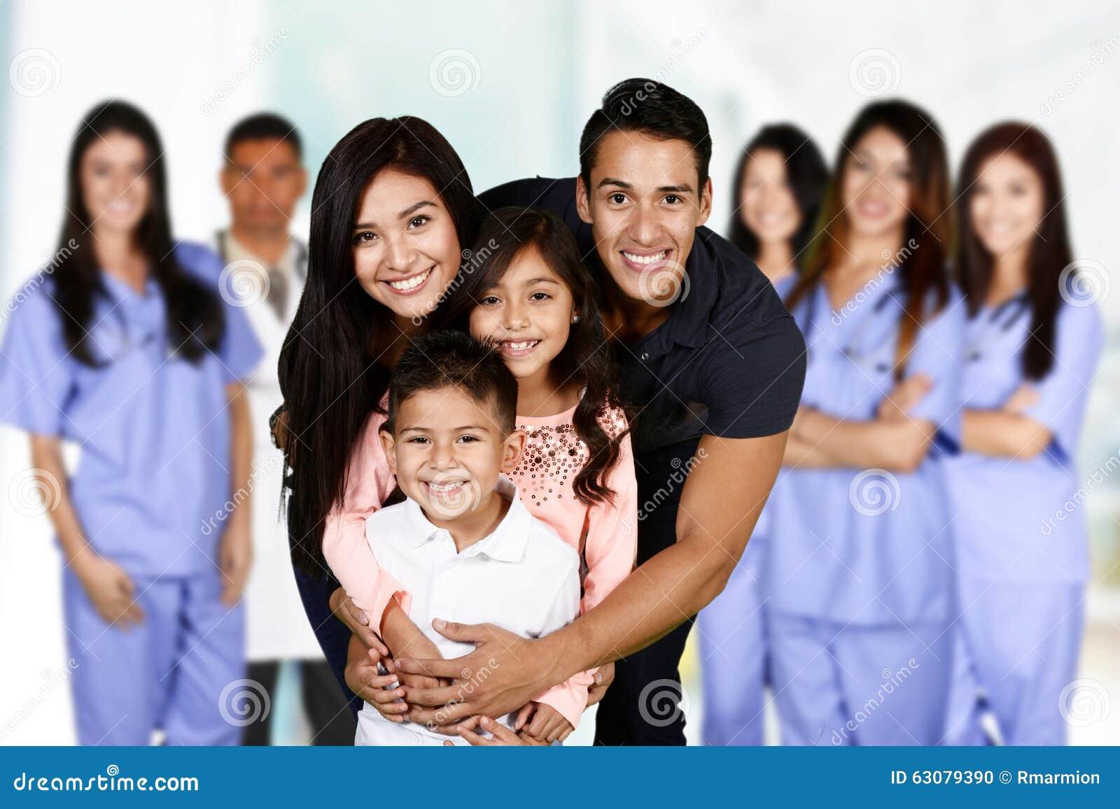 Download Famille à l'hôpital photo stock. Image du soins, enfants - 63079390