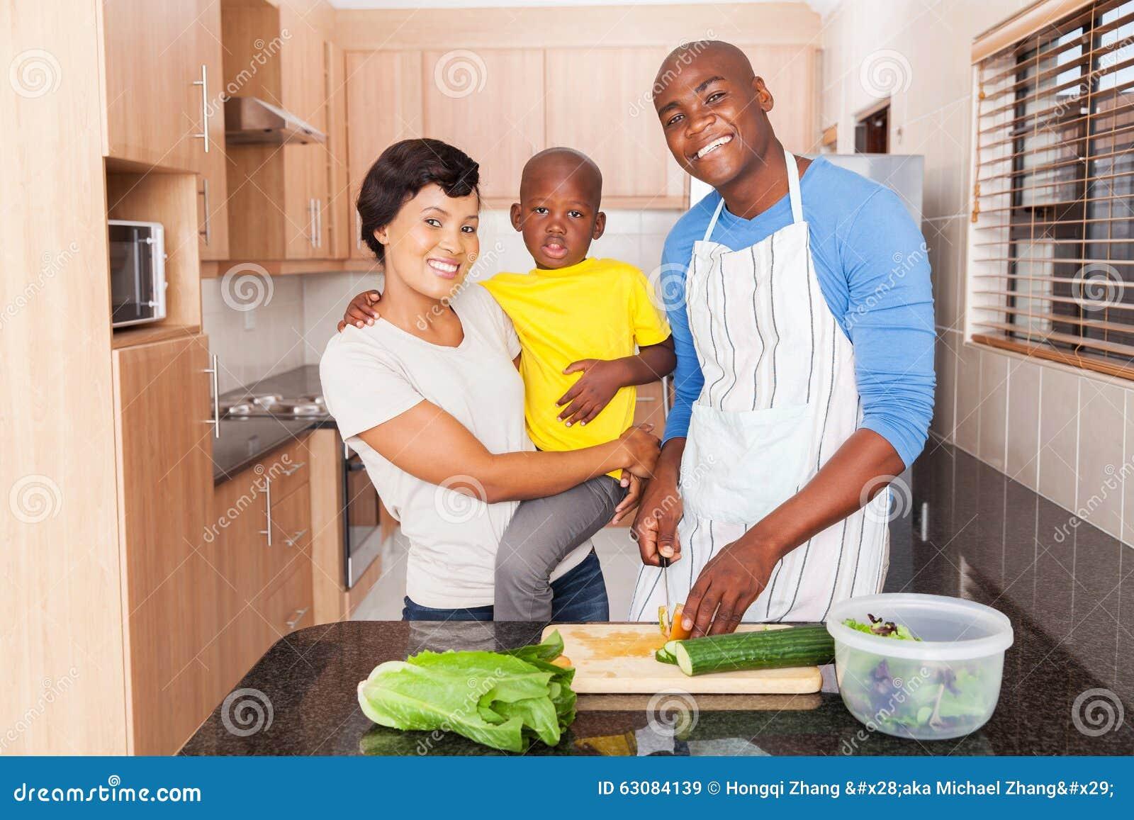 Download Famille Africaine Préparant Le Déjeuner Image stock - Image du enfant, déjeuner: 63084139