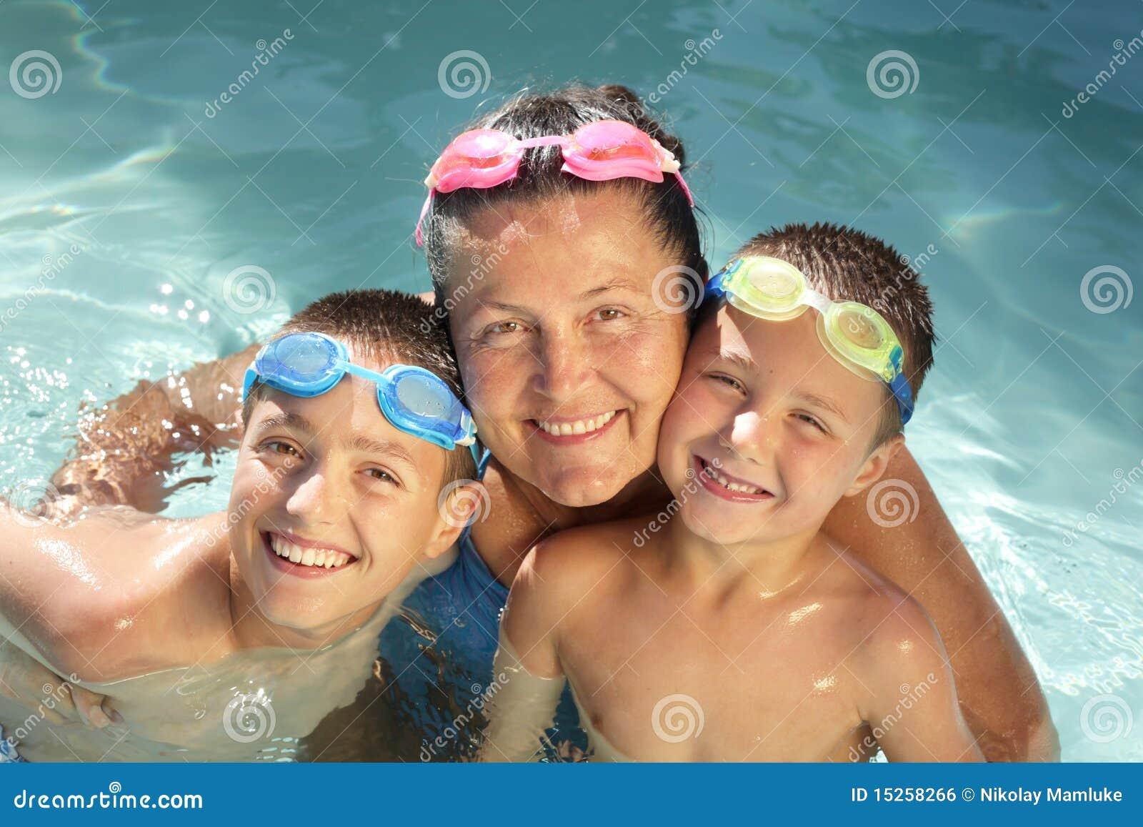Famille dans l eau