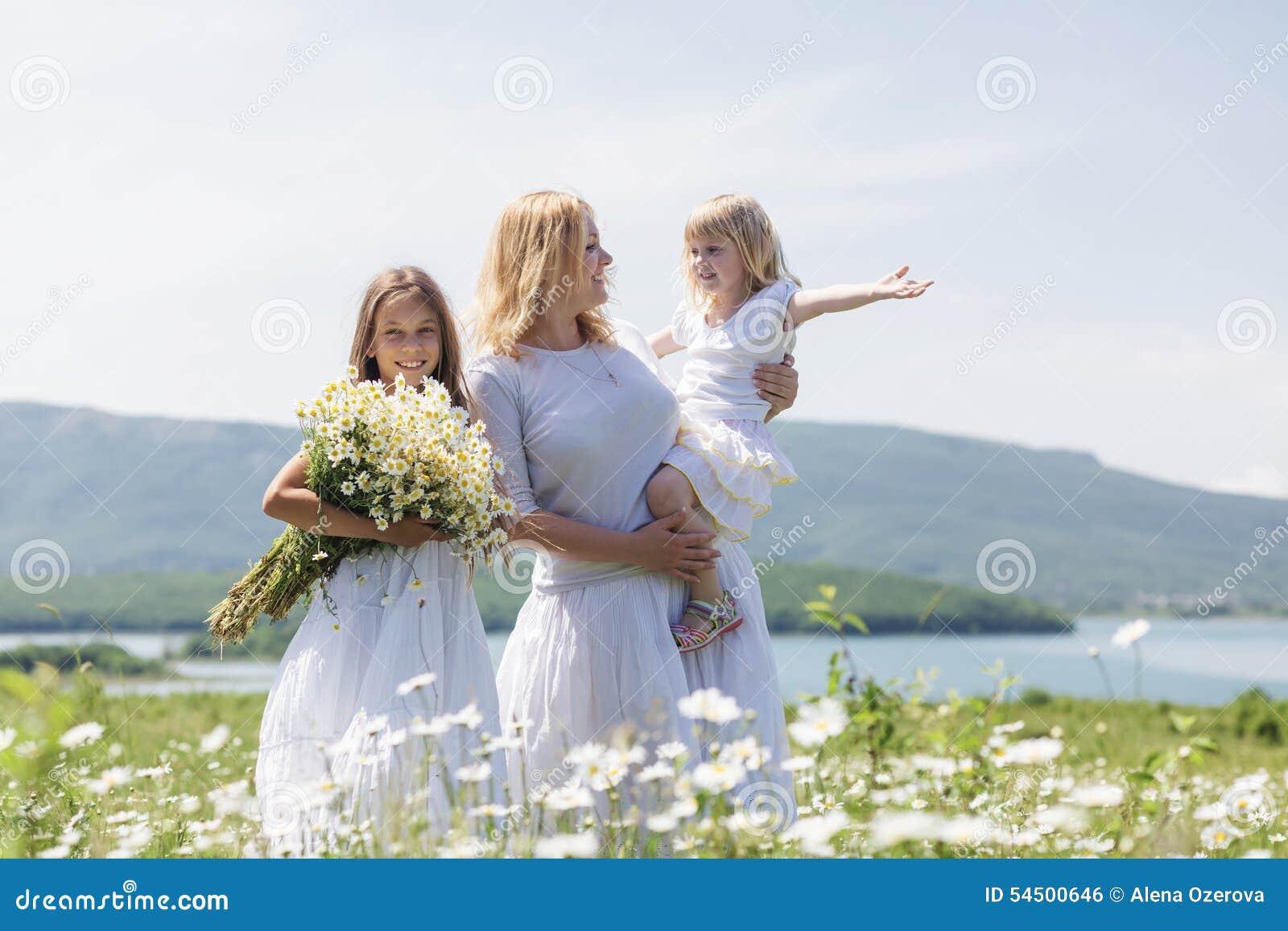 Famille dans le domaine de fleur