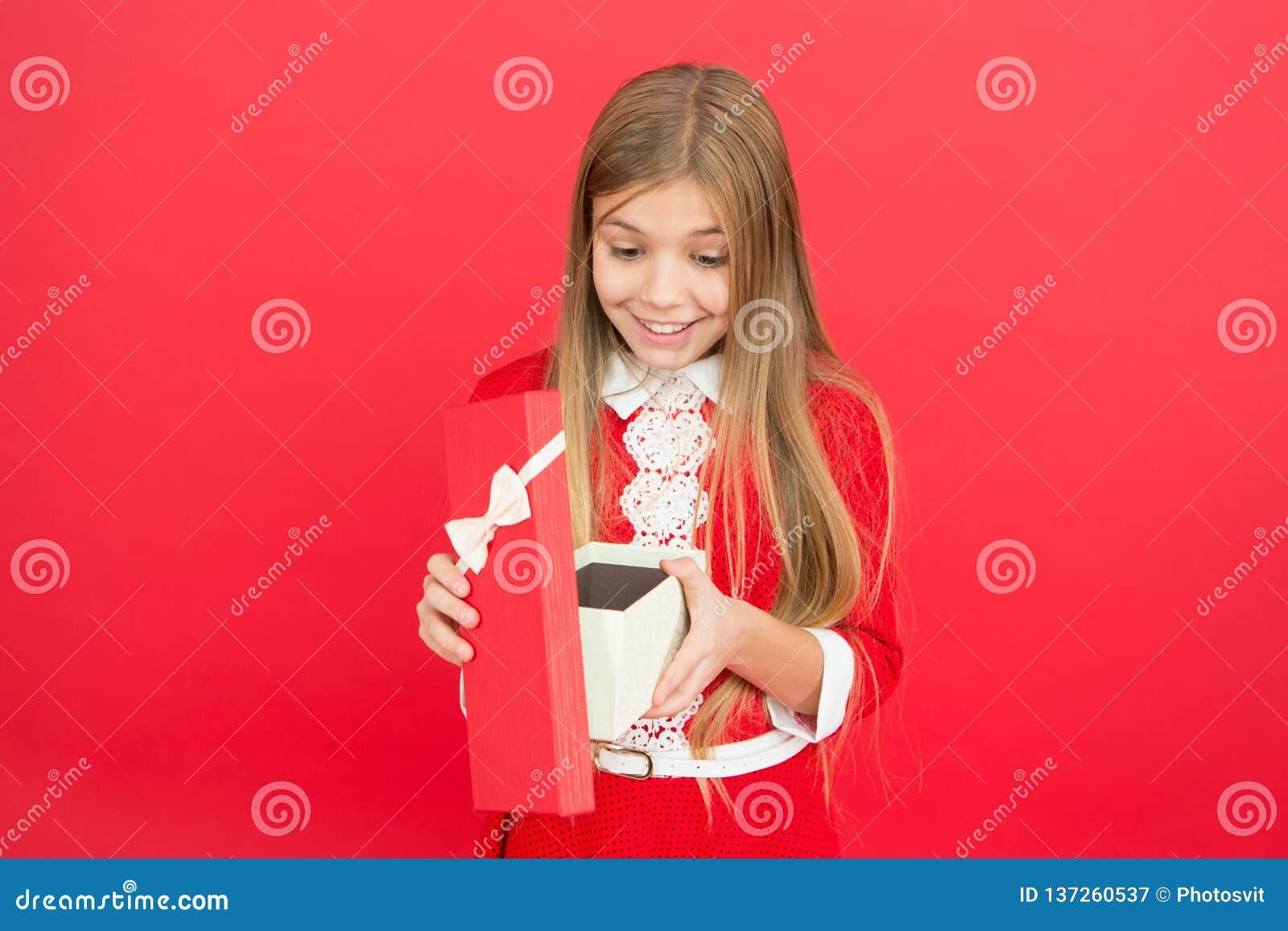 Famille et amour Le jour des enfants petit enfant de fille Éducation d école Bon parenting Garde d enfants heureux petite fille s
