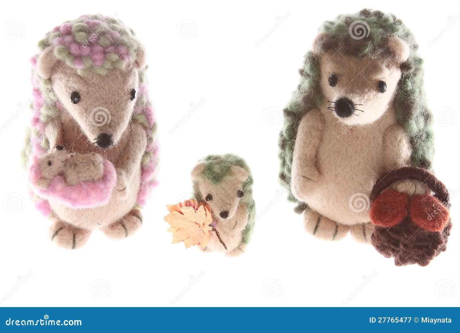 Famille fabriquée à la main de jouet de hérisson ensemble vers le haut