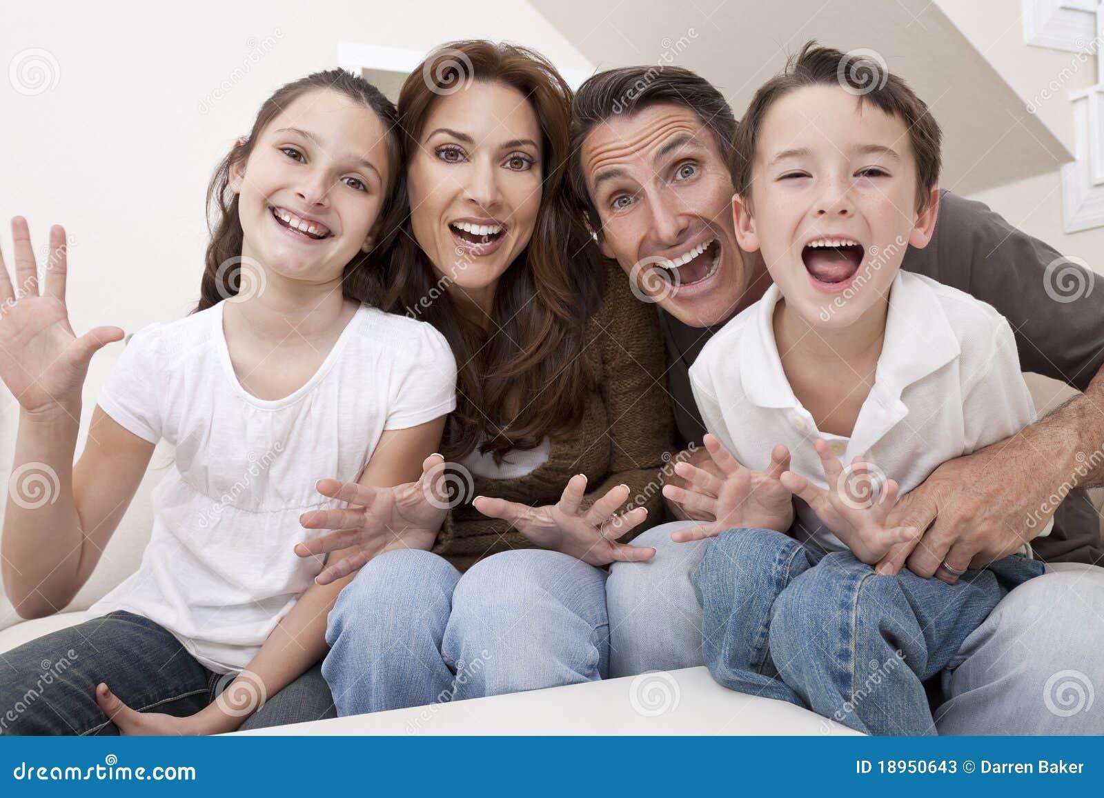 famille heureuse ayant des rires se reposants d 39 amusement la maison photos stock image 18950643. Black Bedroom Furniture Sets. Home Design Ideas