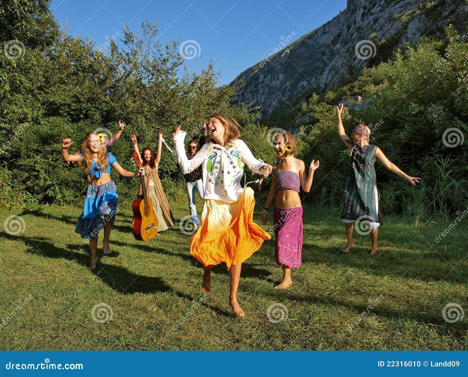Famille heureuse de danse