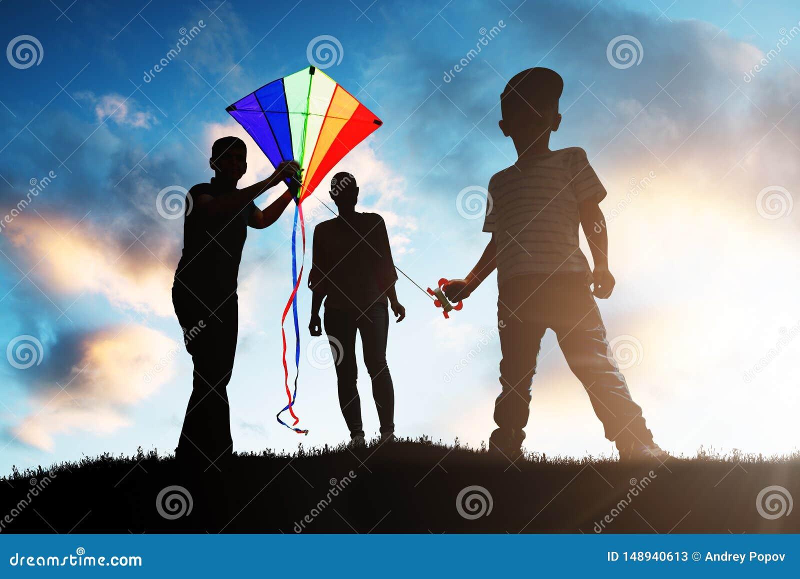 Famille jouant avec le cerf-volant color?