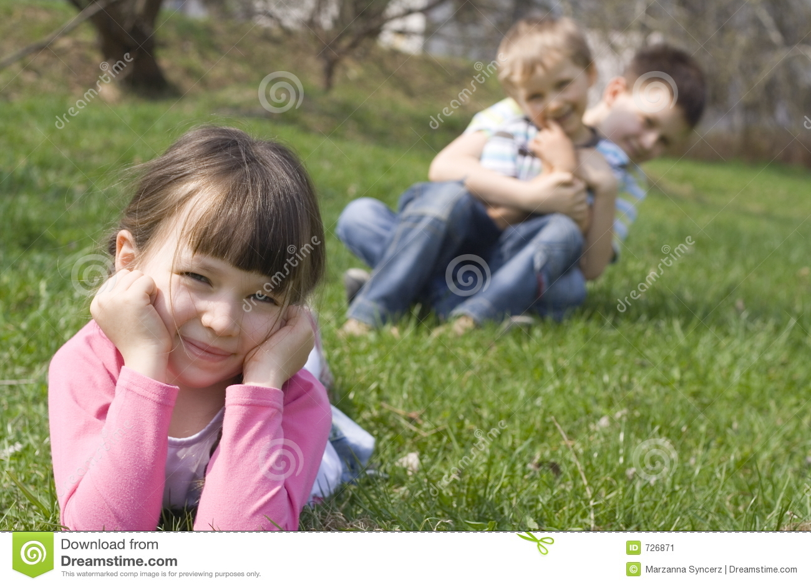 Famille sur l herbe