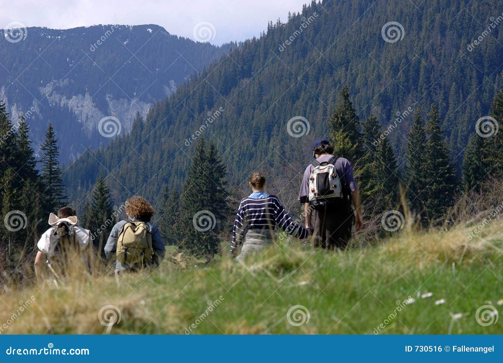 Famille sur la montagne