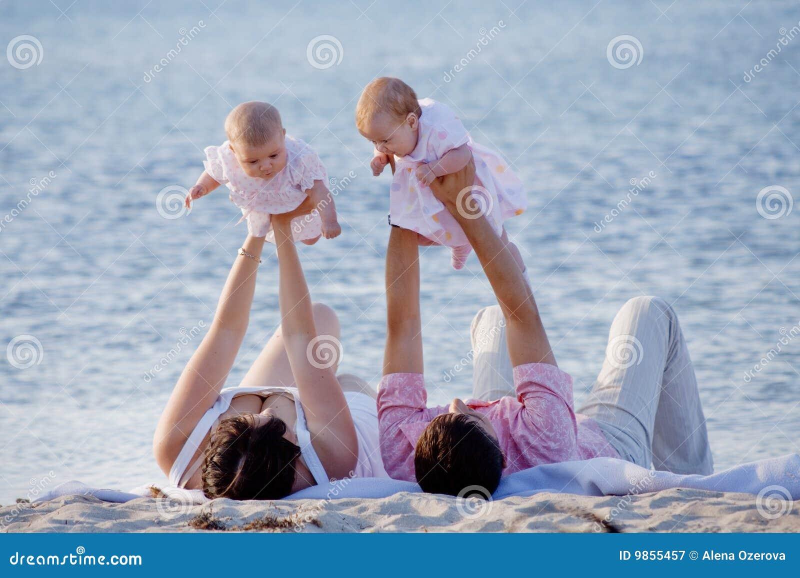Фото семейной пары море пляж 18 фотография