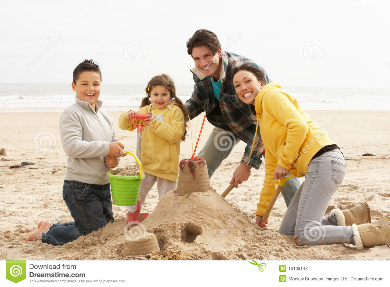 Build a sand castle while picnic