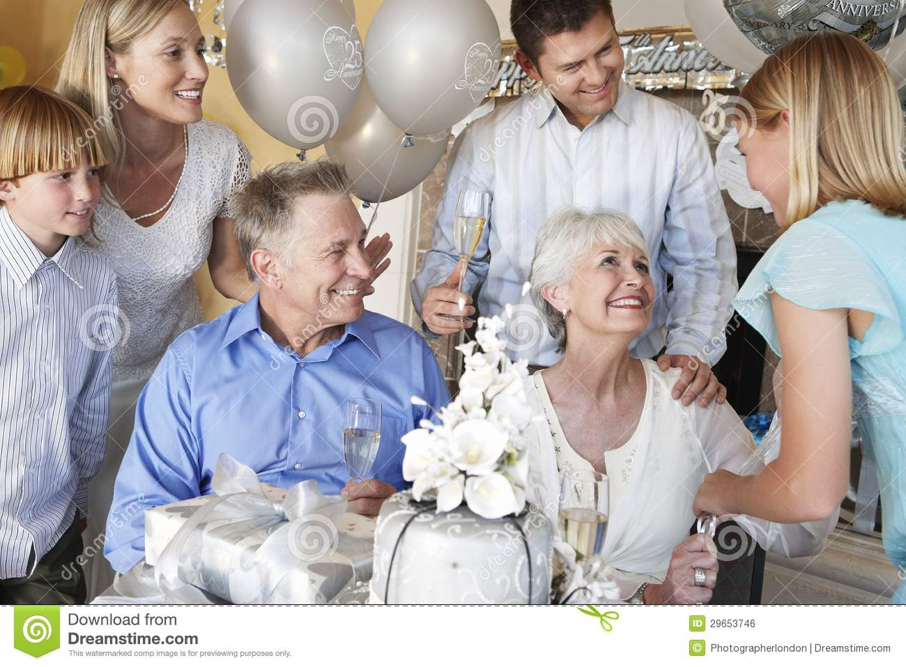 25 Anniversary Gift For Parents >> Family Celebrating 25Th Anniversary Stock Photo - Image: 29653746