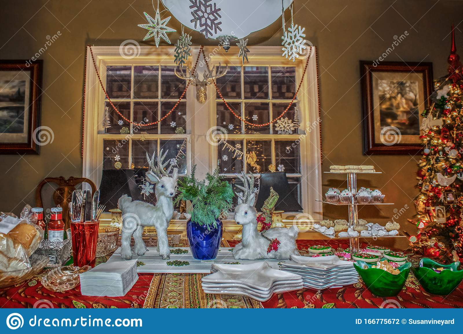 Picture of: Family Dining Room With Decorations And Christmas Tree Ready For Christmas Eve Buffet Stock Photo Image Of Celebration Living 166775672