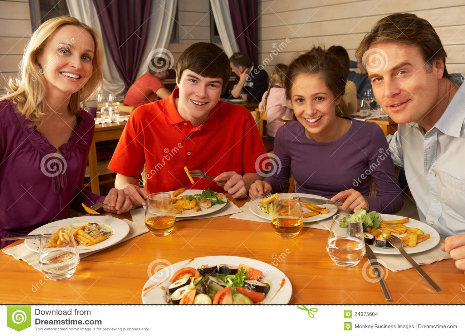 Семейная пара с подростком 7 фотография