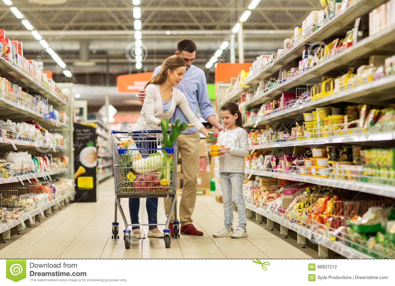 Family with food in shopping cart at grocery store stock for Shopping cuisine