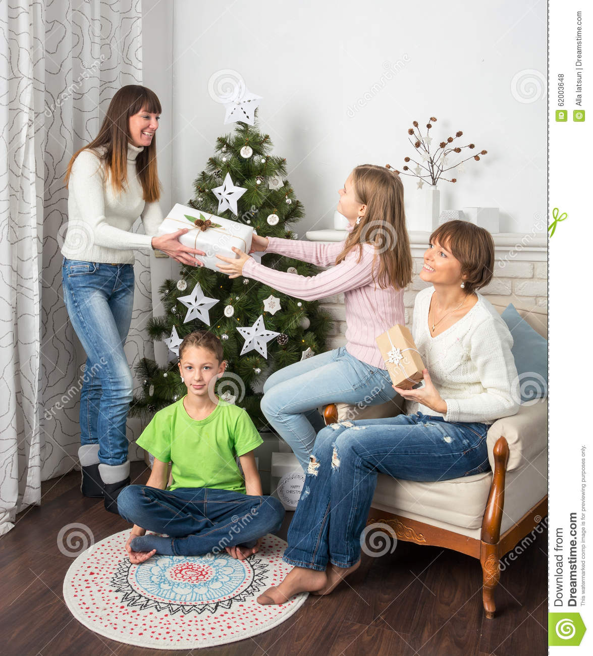 Friends Family Tree: Family And Friends Celebrate Christmas Stock Photo