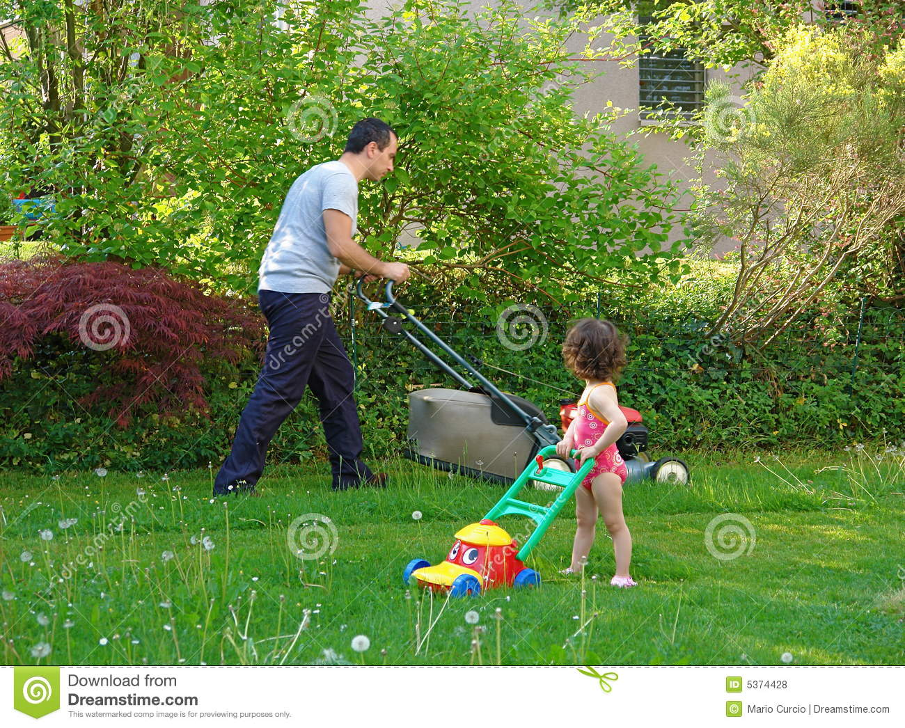 Family Gardening Royalty Free Stock Photos Image 5374428