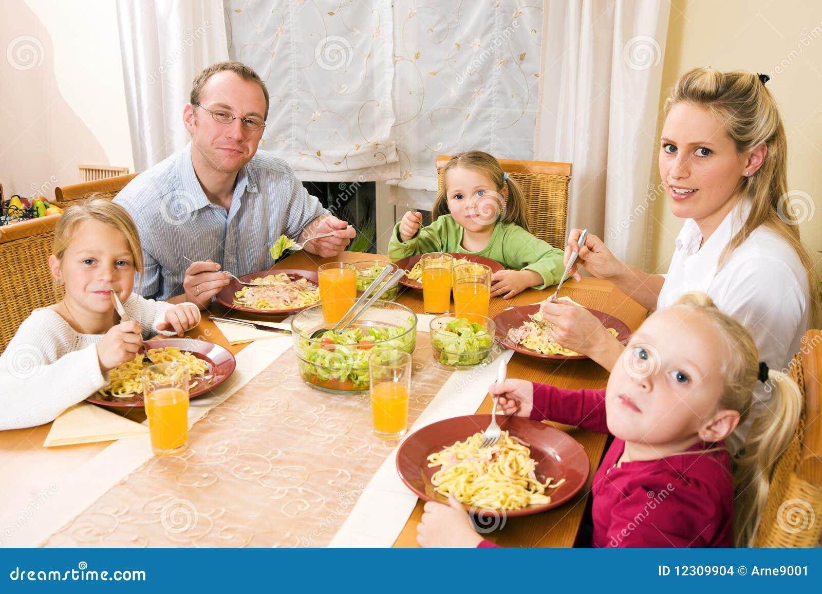 Хто є членами сімї 10 фотография