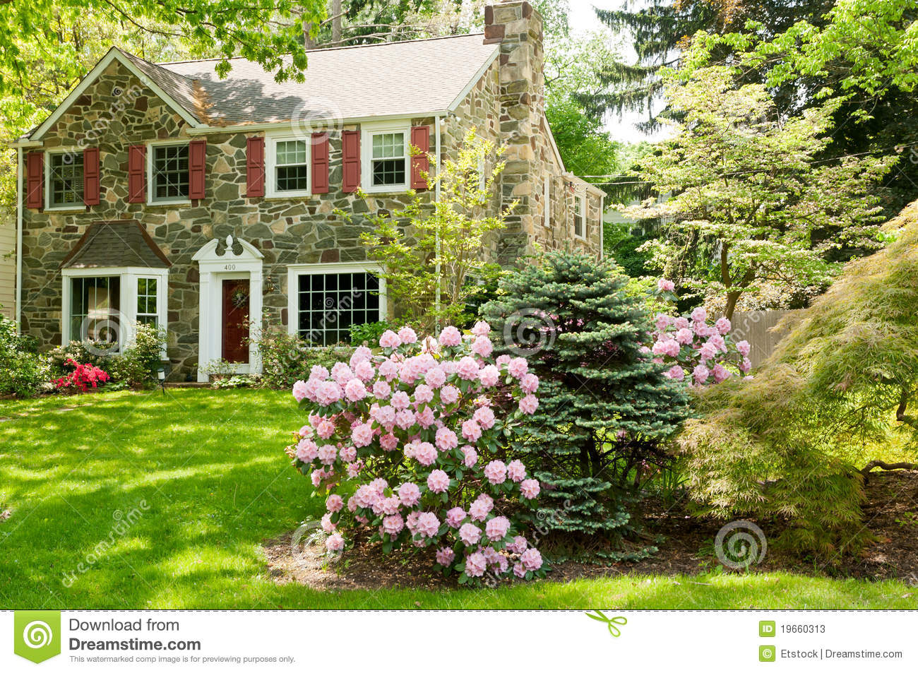 Family House Wi... House With Garden Clipart