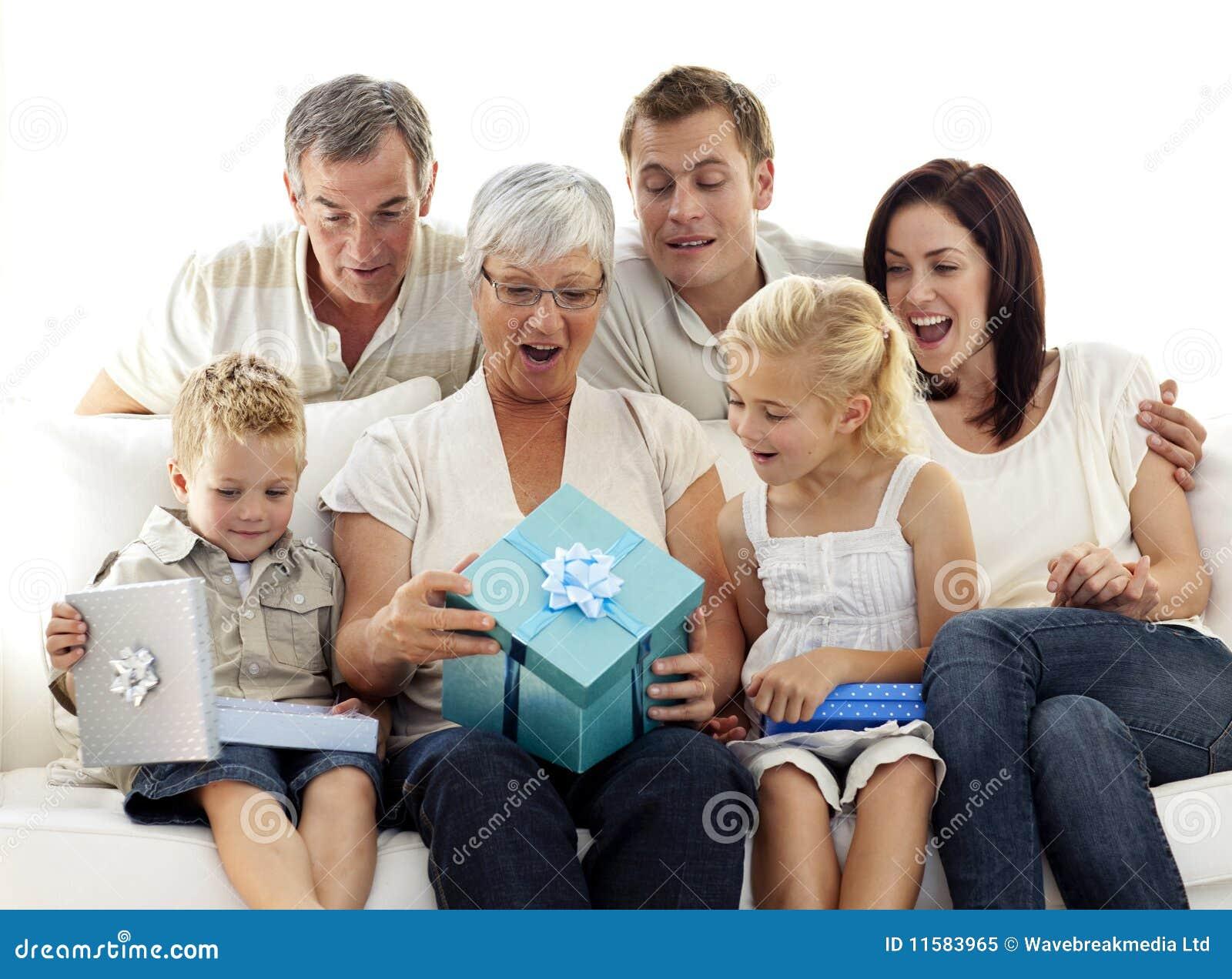 Подарок для бабушки и дедушке