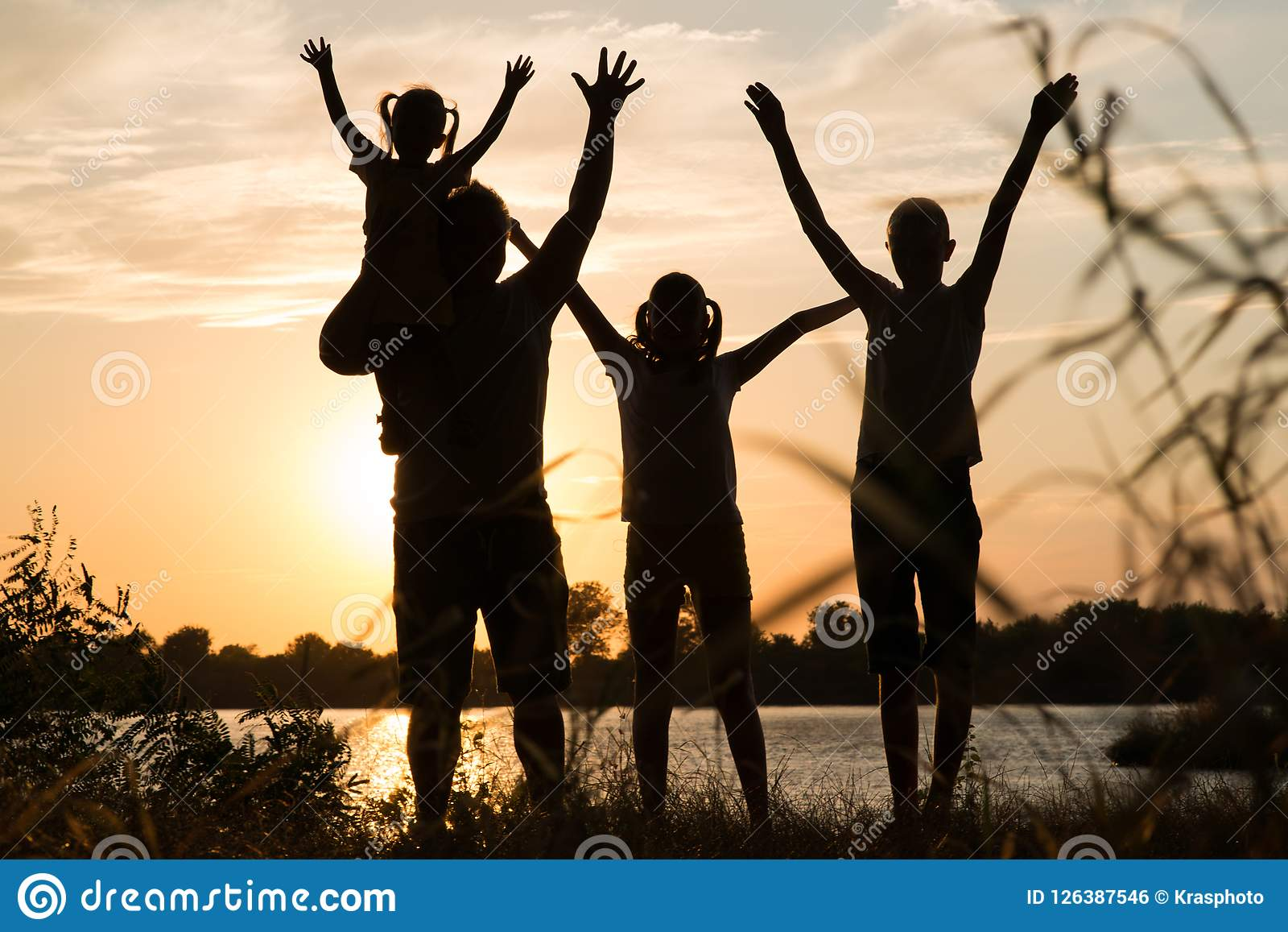 e5bb8c60845e8 Family Of Parents And Children Silhouettes At Sunset Stock Photo ...