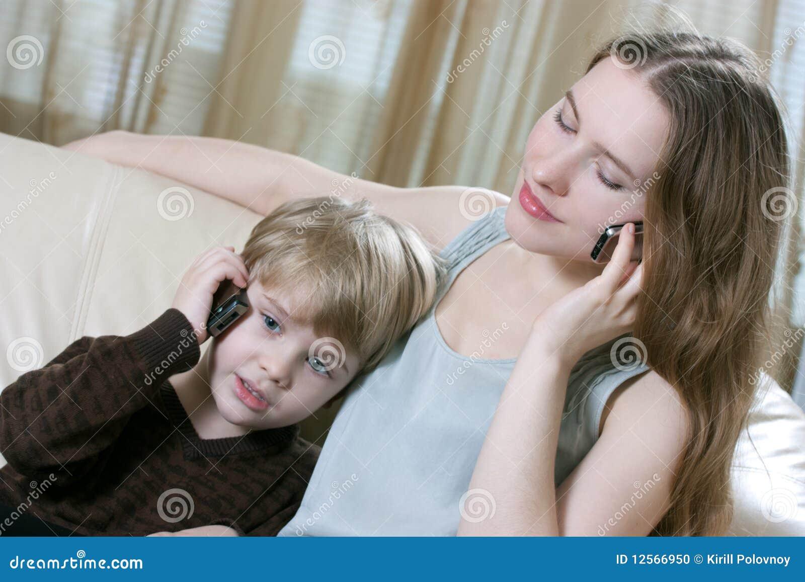 Чулки мамы возбудили сына, Ножки мамы в колготках возбудили сына 29 фотография