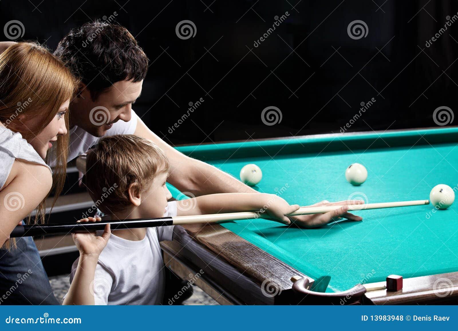 Учил девку играть в бильярд и 17 фотография