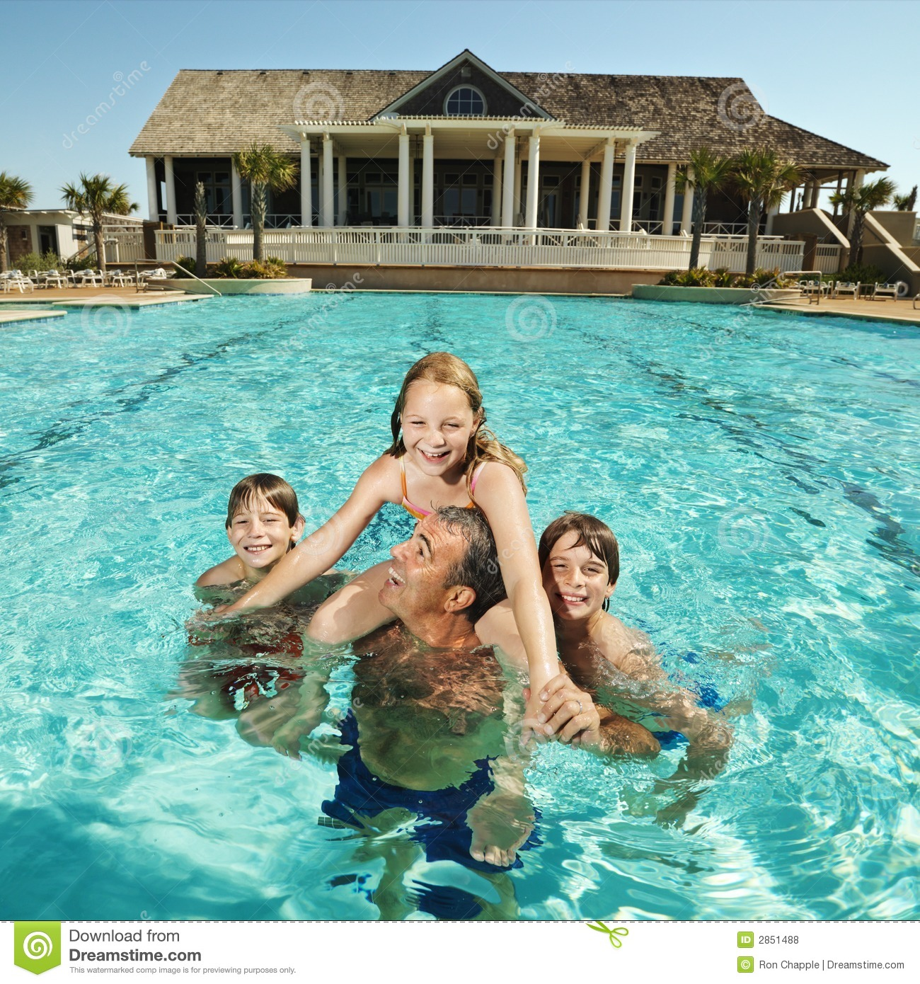 family at pool royalty free stock photos image 2851488