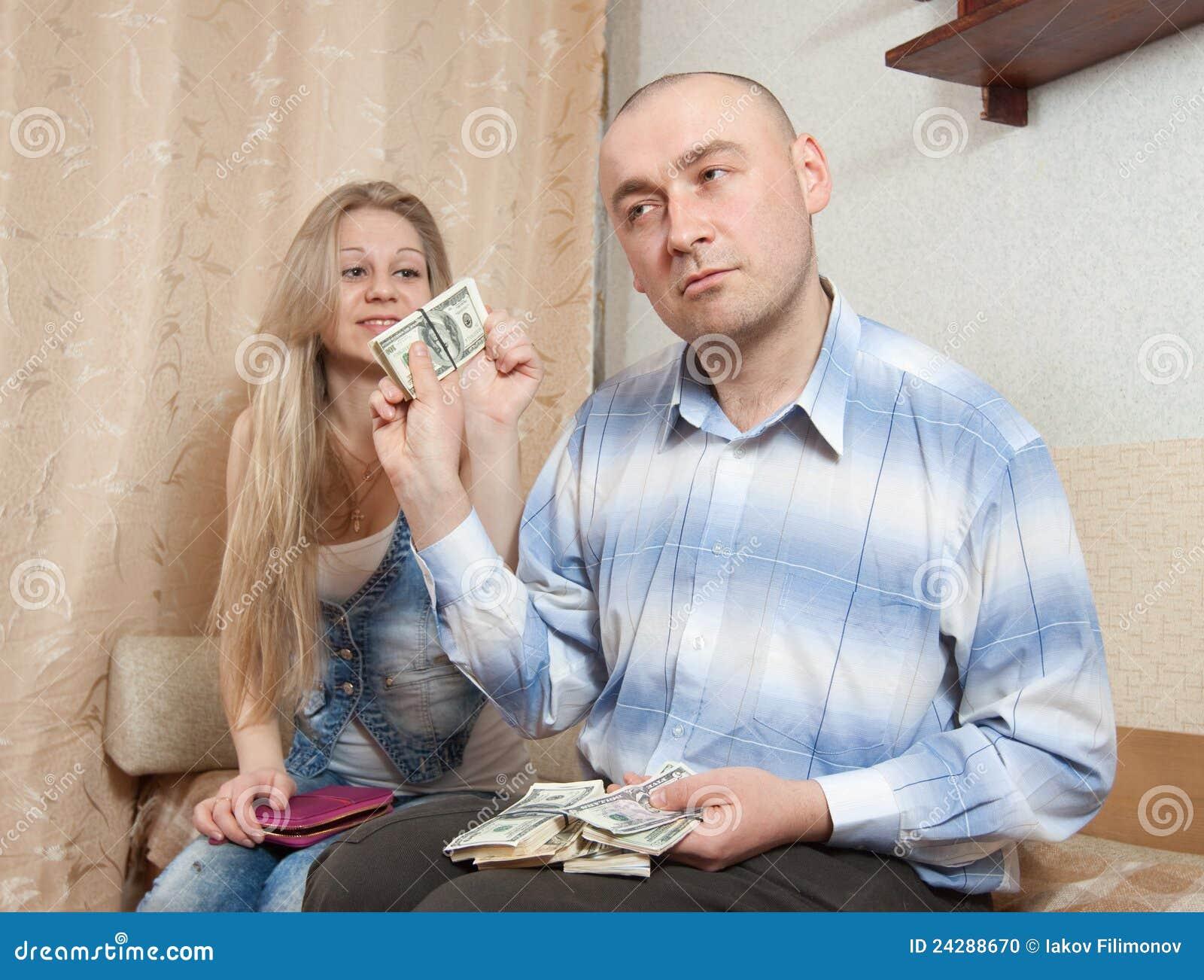 Продают жен за деньги, В русском порно муж продал свою жену за бабло 24 фотография
