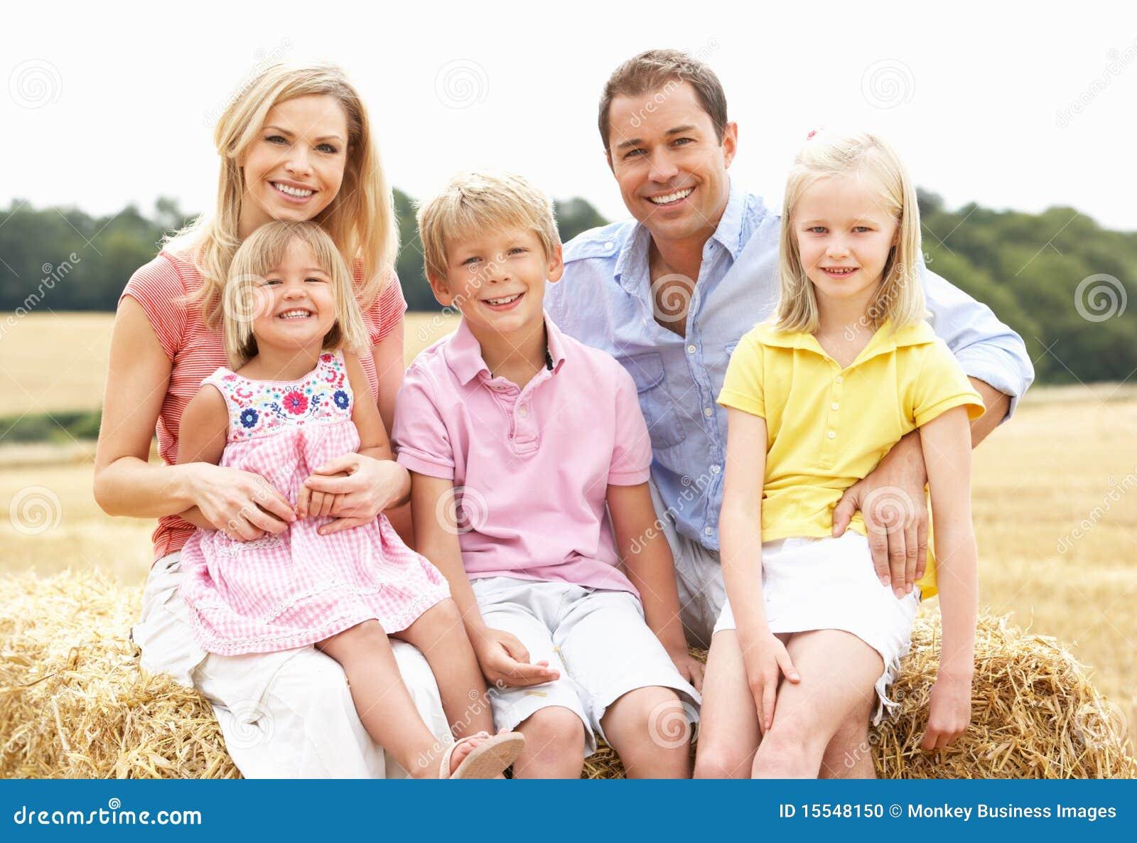 Как прокомментировать фото семьи с ребенком