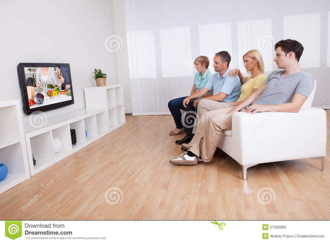 children and television watching Half of children's tv exposure consists of background television—television that a child can see or hear even though he is not actively watching 2,4,26 everyday activities like singing, playing, and exploring help babies and toddlers sharpen their cognitive abilities and motor skills, but the frequent distractions caused by background .