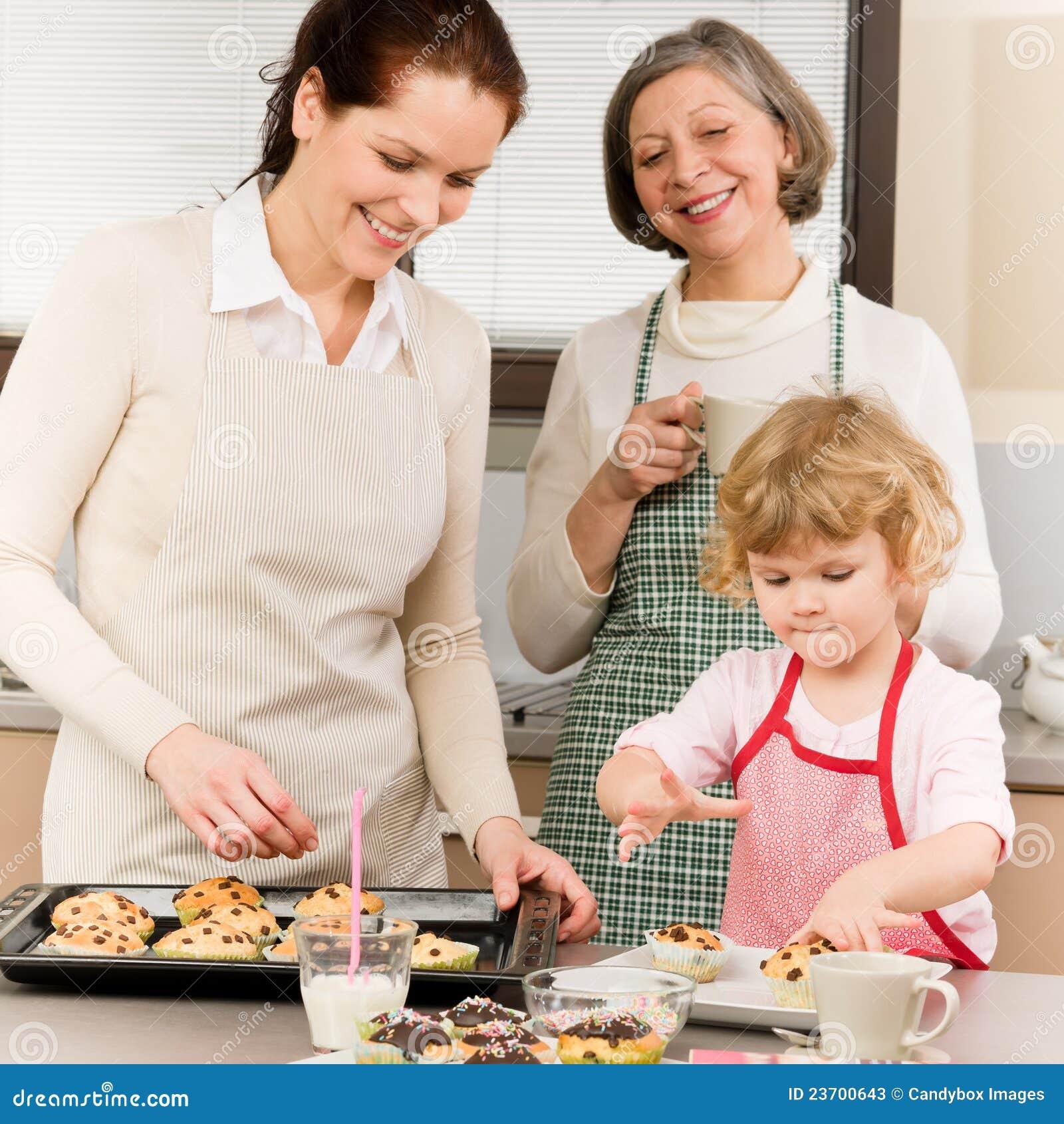 С бабушкой на кухне 21 фотография