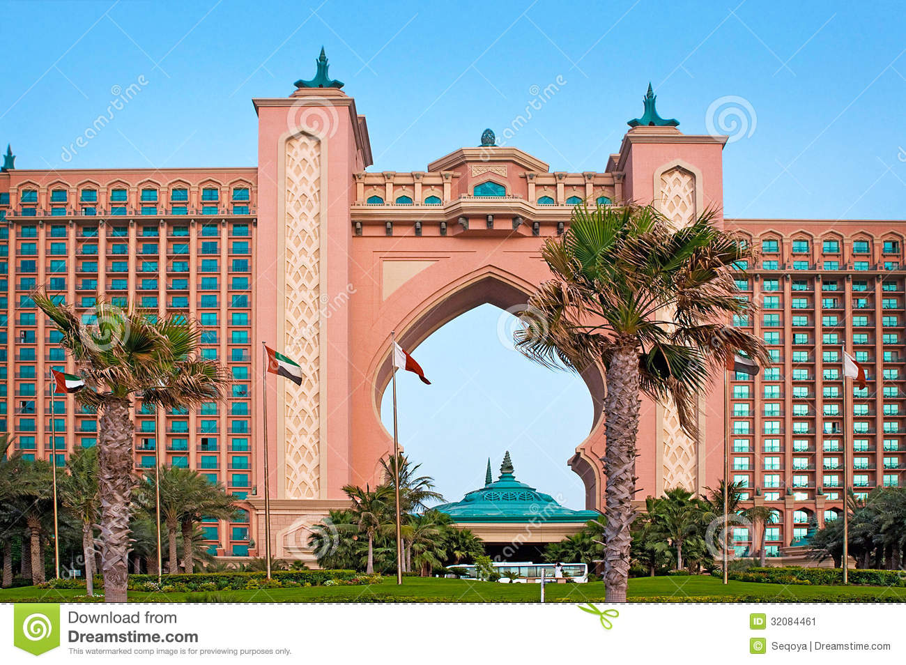 The famous atlantis hotel on the palm island on june 3 for Dubai world famous hotel