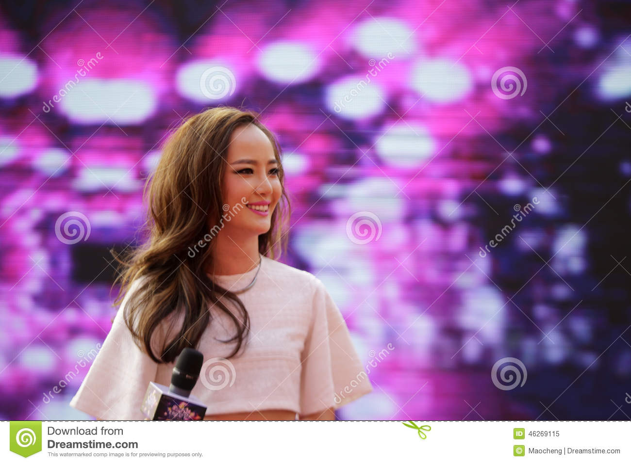 Famous Female Singer Chenyiling Singing Editorial Image ...