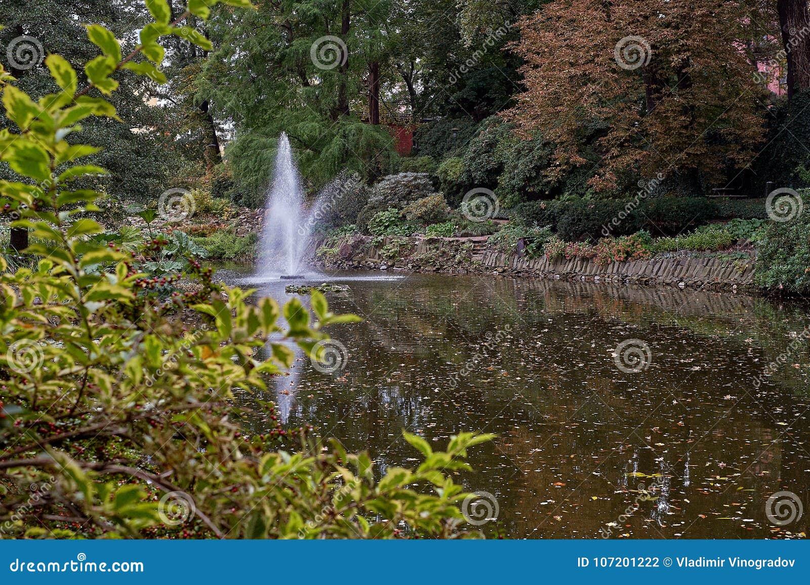 Famous Fountain In Beautiful Japanese Garden In Botanical Garden Of ...