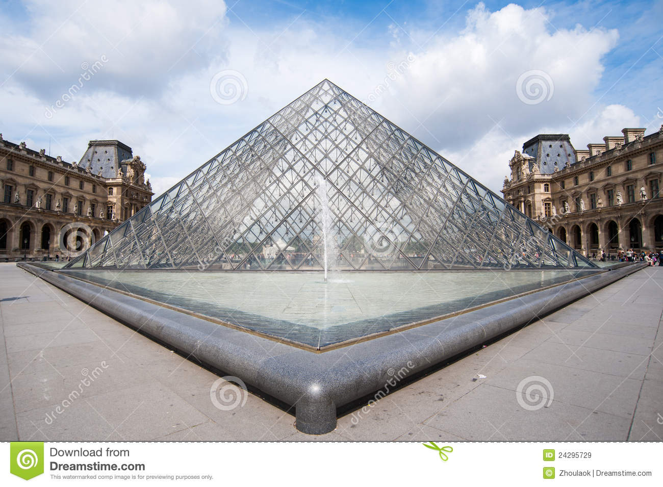 The famous glass pyramid of louvre museum editorial stock - Louvre architekt ...