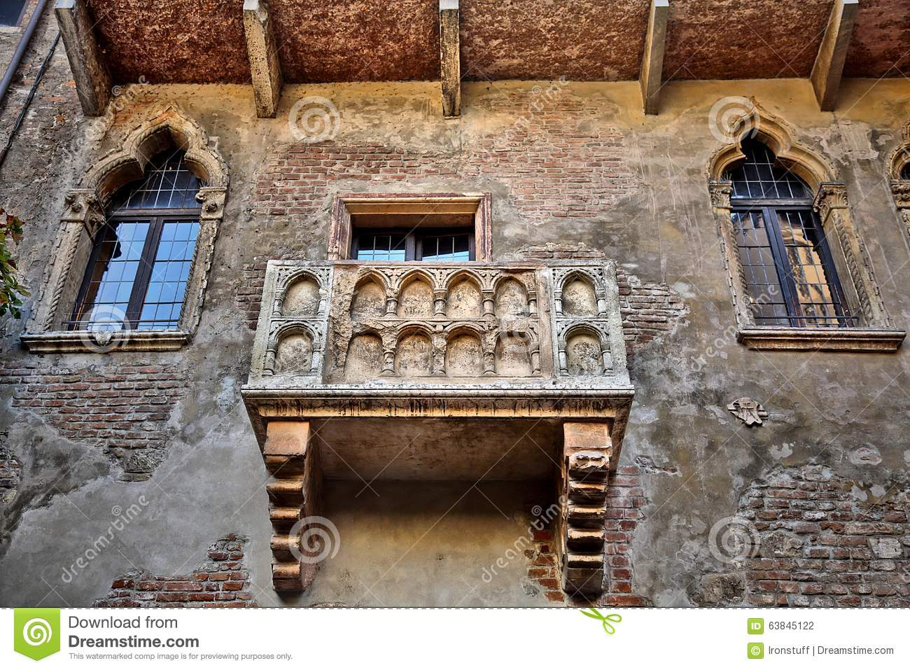 Famous juliet 39 s balcony stock photo image 63845122 for Famous balcony