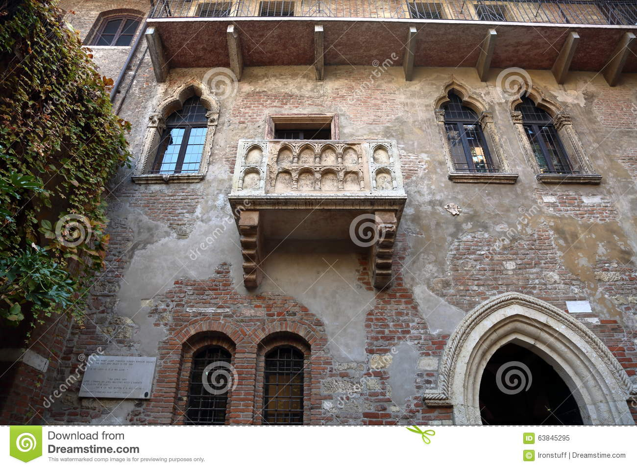 Famous juliet 39 s balcony stock photo image 63845295 for Famous balcony