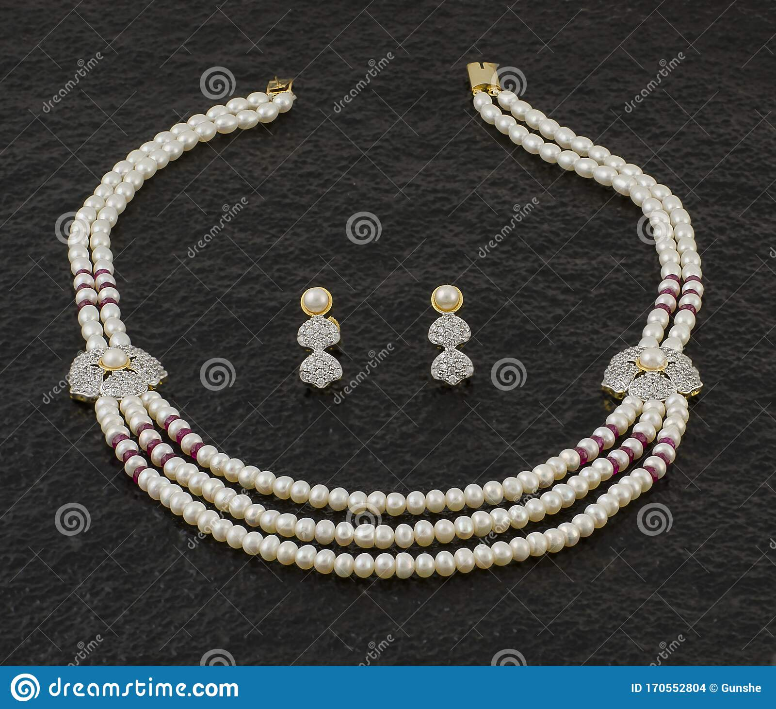 Best Pearl Necklace Illustrations, Royalty-Free Vector