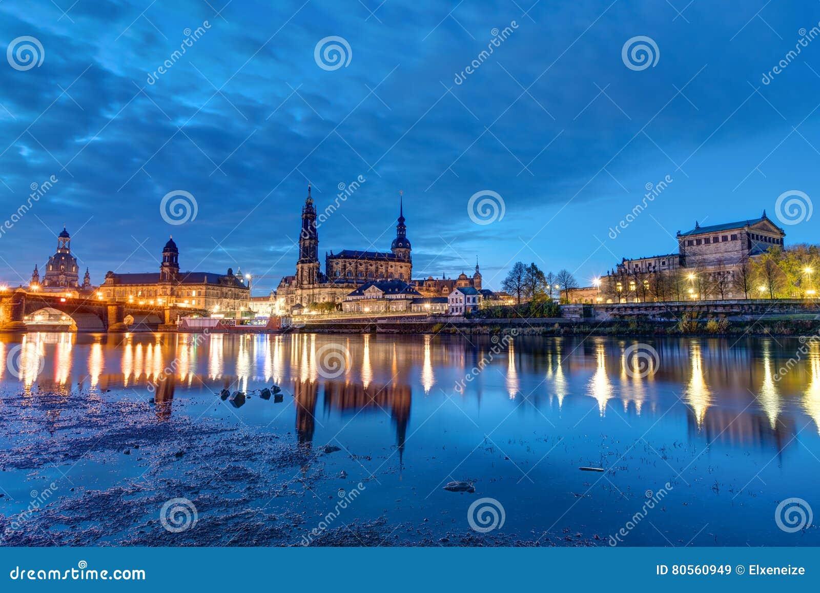 Bezaubernd Skyline Dresden Ideen Von Pattern The Of At Night Stock Image