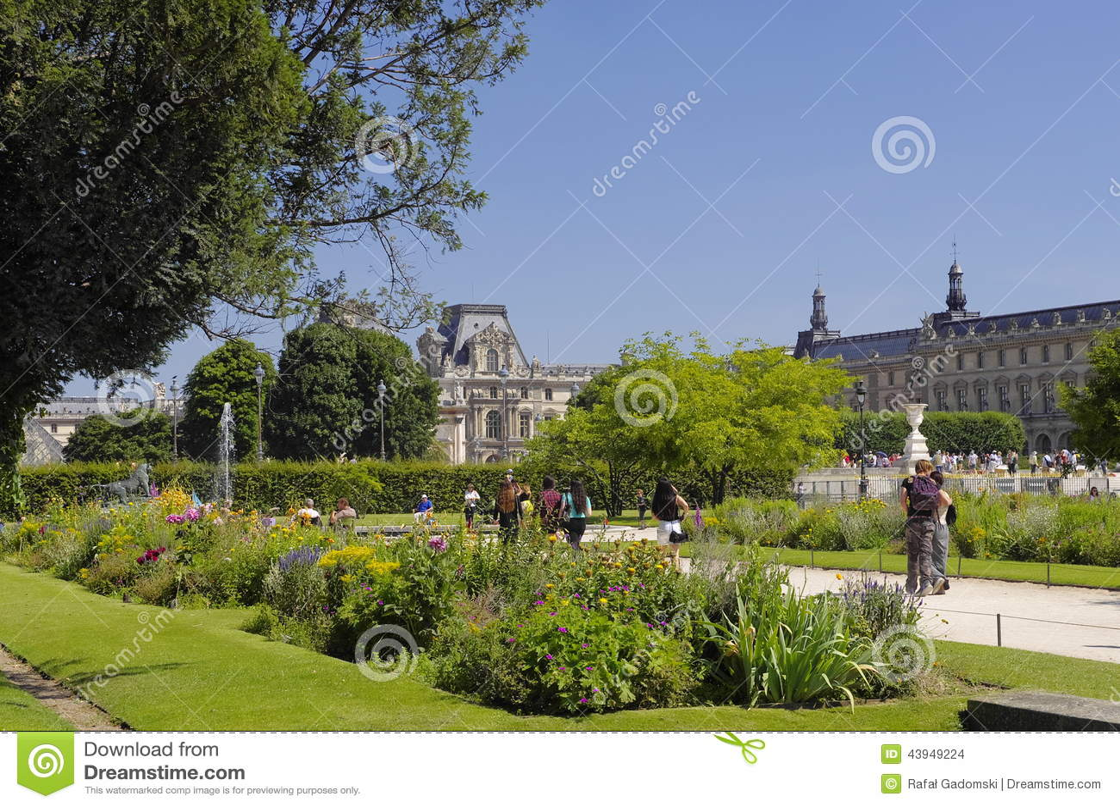 Famous tuileries garden jardin des tuileries beautiful and popular public garden located - Jardin des tuileries foire ...