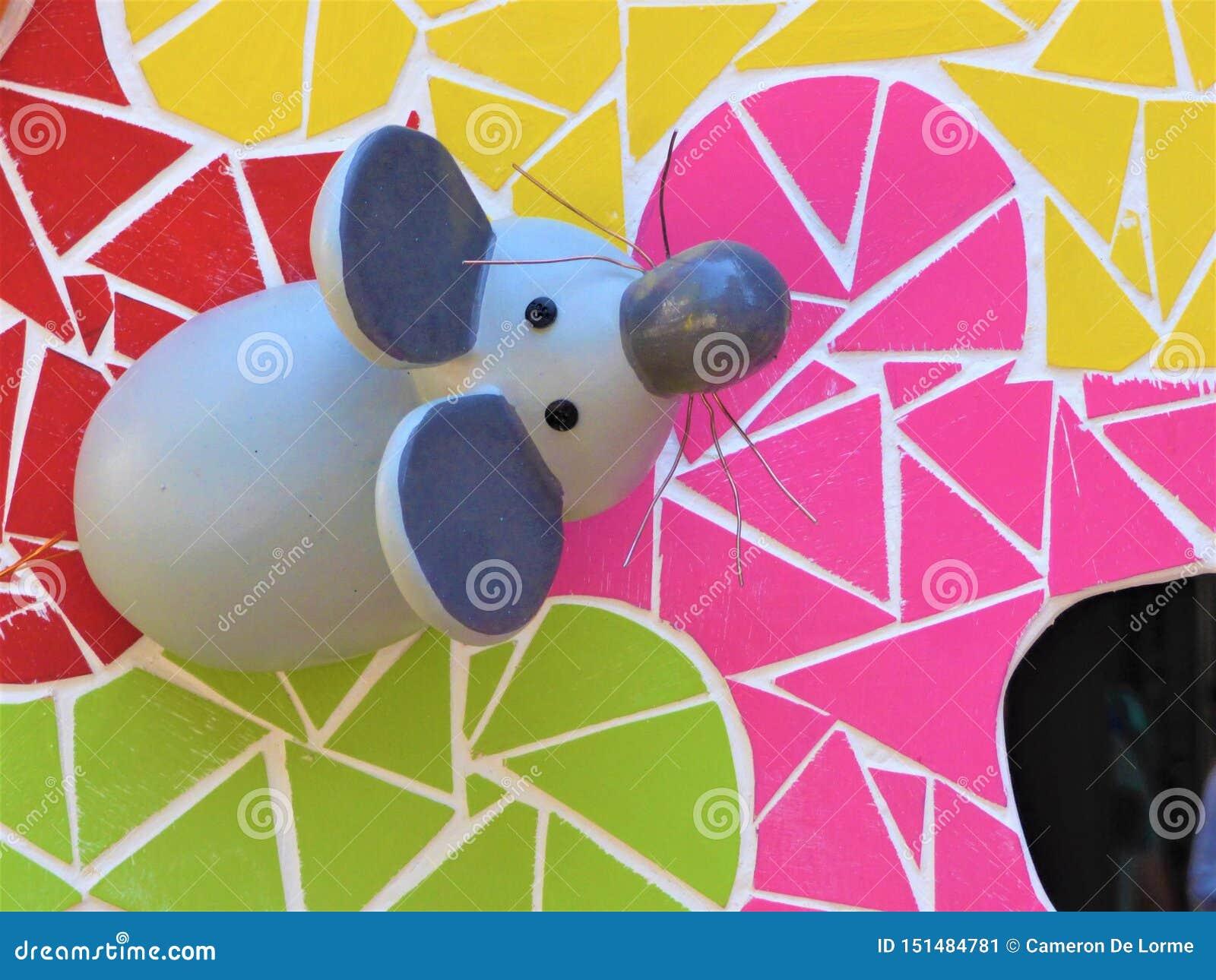 Fanciful skulptur av en mus för brasorna av helgonet John In Alicante Spain